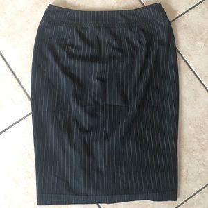 THE LIMITED - Size 2- Pin Stripe Business Skirt